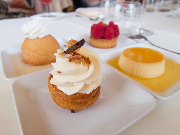Drouant - Chou à la chantilly et au chocolat blanc, baba au rhum, flan caramel et tarte aux framboises et pistache