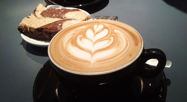 Ten Belles - Cappuccino, Latte art et Brownie au beurre de cacahuètes