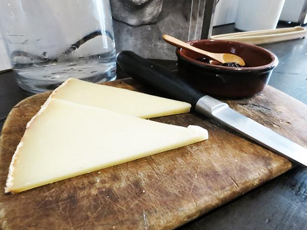L'avant-comptoir - Fromage de brebis basque et confiture de cerise noire