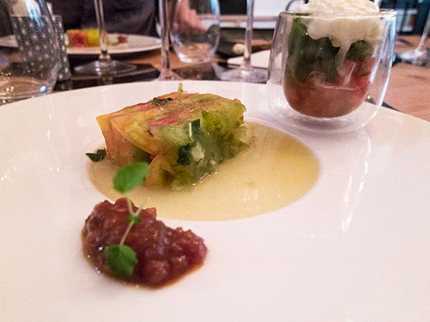 Matière à... - Compressé de tomates anciennes et pastèque à la marjolaine, mousse mozzarella et sorbet basilic à la menthe poivrée
