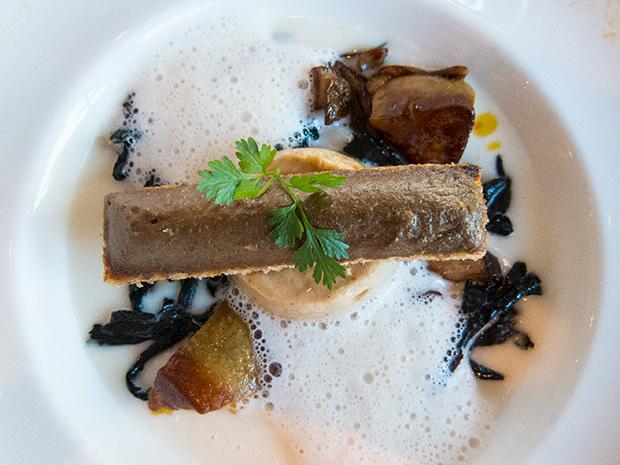 Le Jardin des Sens - La royale fondante de cèpes, velouté de topinambours, quelques trompettes des morts, cube de foie gras et sa tartine, écume de cèpes