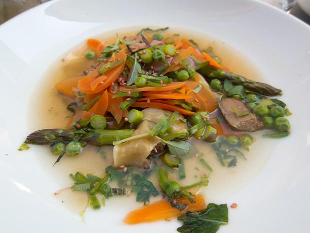 L'Epicerie - Raviolis au confit de canard, bouillon thaï