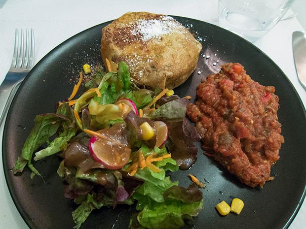 Café Lulu - Pastilla de poulet, oeuf, amandes, ratatouille