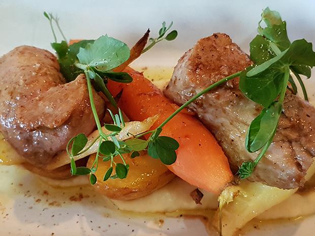 L'Arrivage - Filet mignon de cochon duroc en basse température, panais, grenailles, carotte de chez Albert, jus de cuisson miel et soja
